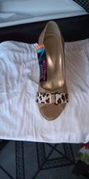 Sapato bege salto
