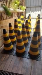 Lote com 11 cones em ótimo estado. (Base de borracha, pesado)