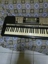 Vede se um teclado740 da yahmah