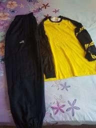 Camisa (pênalti) P da grande e calça de goleiro Topper M bem conservadas.