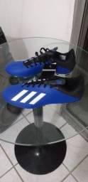 Chuteira Adidas original.