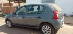 Vende-se  carro completo 2010/2011
