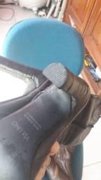 Duas botas em couro legítimo feminina e uma masculina em couro