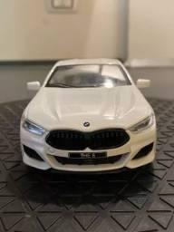 Miniatura BMW M8 1:24