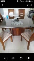 Mesa Tampo de Vidro com cadeiras