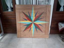 Painel de madeira decorativo