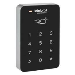 Controlador de acesso por senha e cartão de proximidade