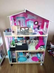 Casa da barbie Kidkraft com família completa