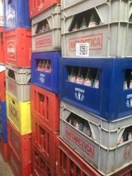 Engradados de cervejas e refrigerantes