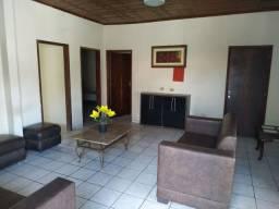 Alugo casa grande com 4 suites para empresas