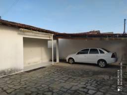 Casa em Mangabeira com 3 quartos, sendo 1 suíte e terraço.