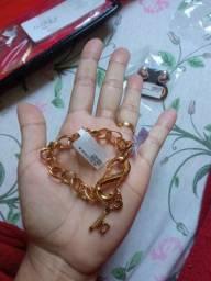 Pulceiraa  feminina  cor ouro com chaves topp  vendo por 80 rs
