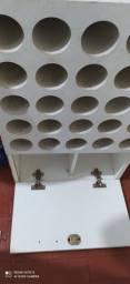 Armário para toalhas e utensílios