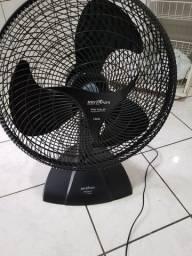 Vendo ventilador britania 50 cm c/ deito esta travando a helice