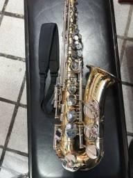 Saxofone E.M. Winston