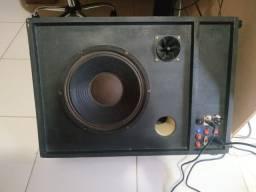 Caixa de som amplificada - retorno ou ambiente