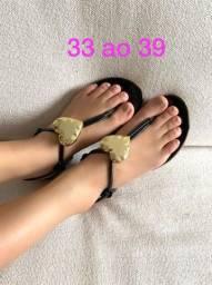 Sandálias rasteiras e de salto