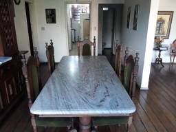 Mesa de sala de jantar de madeira maciça com tampo de mármore e 5 cadeiras