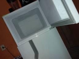 Vendese geladeira nova