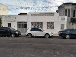 Casa em Feira de Santana - para comércio ou serviços