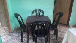 Jogo de cadeiras com mesa