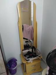 Penteadeira com espelho vertical
