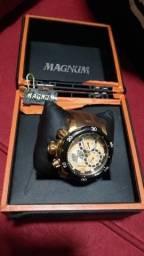 8ee4716f59 Vendo um relógio