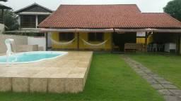Casa com piscina em Garatucaia a menos de 50m da praia