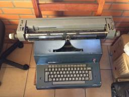 Máquina de Datilografia Olivetti