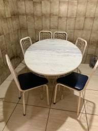 Mesa de mármore com. 6 cadeiras