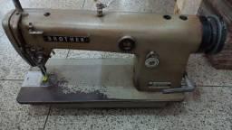 Máquinas de costura com mesa