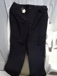 Três Calças de uniforme preta tamanho 50