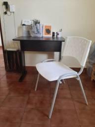 Mesa de estudos + cadeira