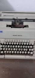 Maquina de escrever Olivete linea 98