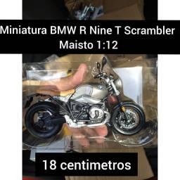 Miniatura de moto BMW R nine T Scrambler, na escala 1:12