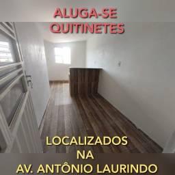 ALUGA-SE QUITINETES