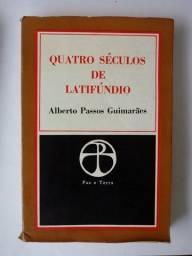 "Livro ""Quatro séculos de latifúndio"" Alberto Passos Guimarães"
