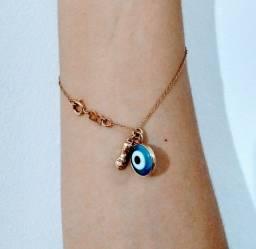 Pulseira semi jóia Rommanel banhada a ouro com dois pingentes olho grego e figa