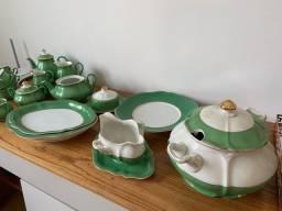 Jogo de jantar em porcelana Mauá