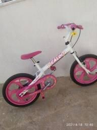 Bicicleta infantil usada em bom estado.