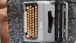 Máquina de escrever Olivetti 35 i semi nova