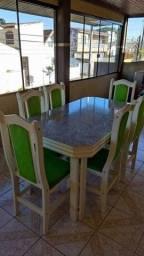 Mesa com 6 cadeiras em Madeira em estado de nova