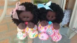 Vendo duas lindas bonecas.
