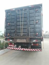 Vendo um caminhão boiadeiro 14/18 Telefone pra contato N: 999065901 - 1999