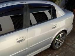 Vende-se ou troca Astra sedan GL Millennium completo - 2001