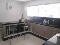Casa 3 qts,salão , sala tv e escritorio , piscina e varandão gourmet,em condominio