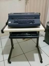 Máquina De Escrever IBM com mesa
