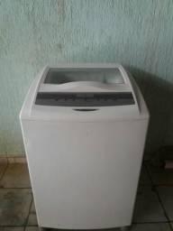 Máquina de lavar conservada vendo passo cartão