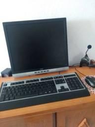 Computador e cadeira , aceito propostas .