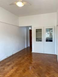 Quarto e sala espaçoso em excelente estado, a menos de 1 minuto do metrô!